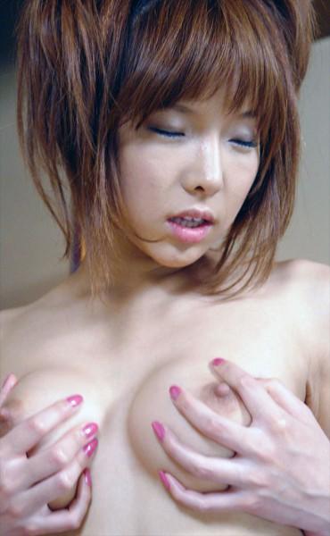 02-av-idol-Serina-Hayakawa-showing-tits